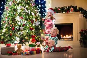 Что подарить ребенку на Новый Год 2019: рейтинг подарков по возрастам